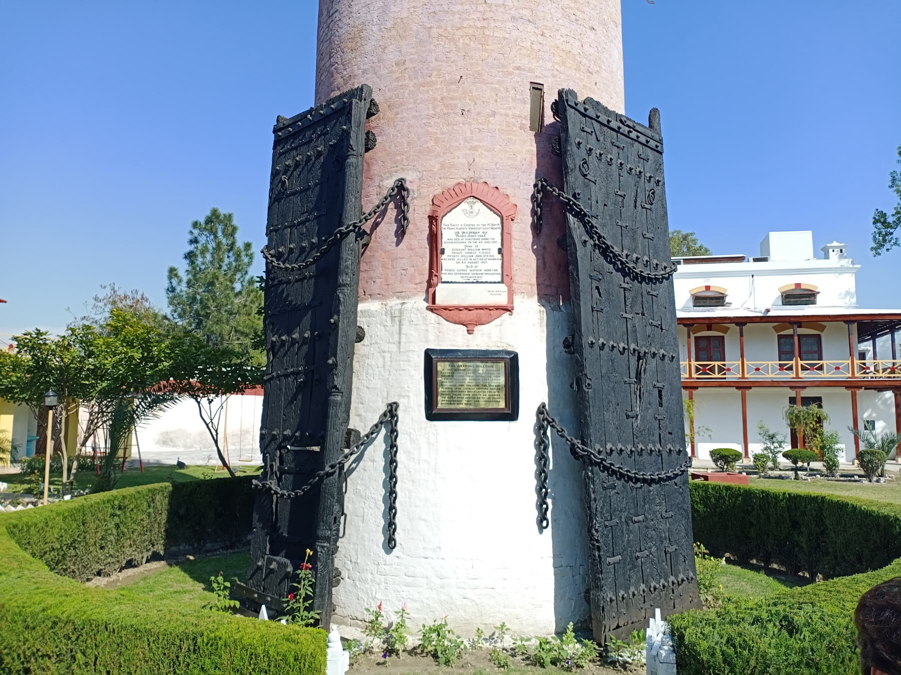 قلعہ شبقدر کے 2 ایسے دروازے جو 180 سال سے پابند سلاسل ہیں—عظمت اکبر