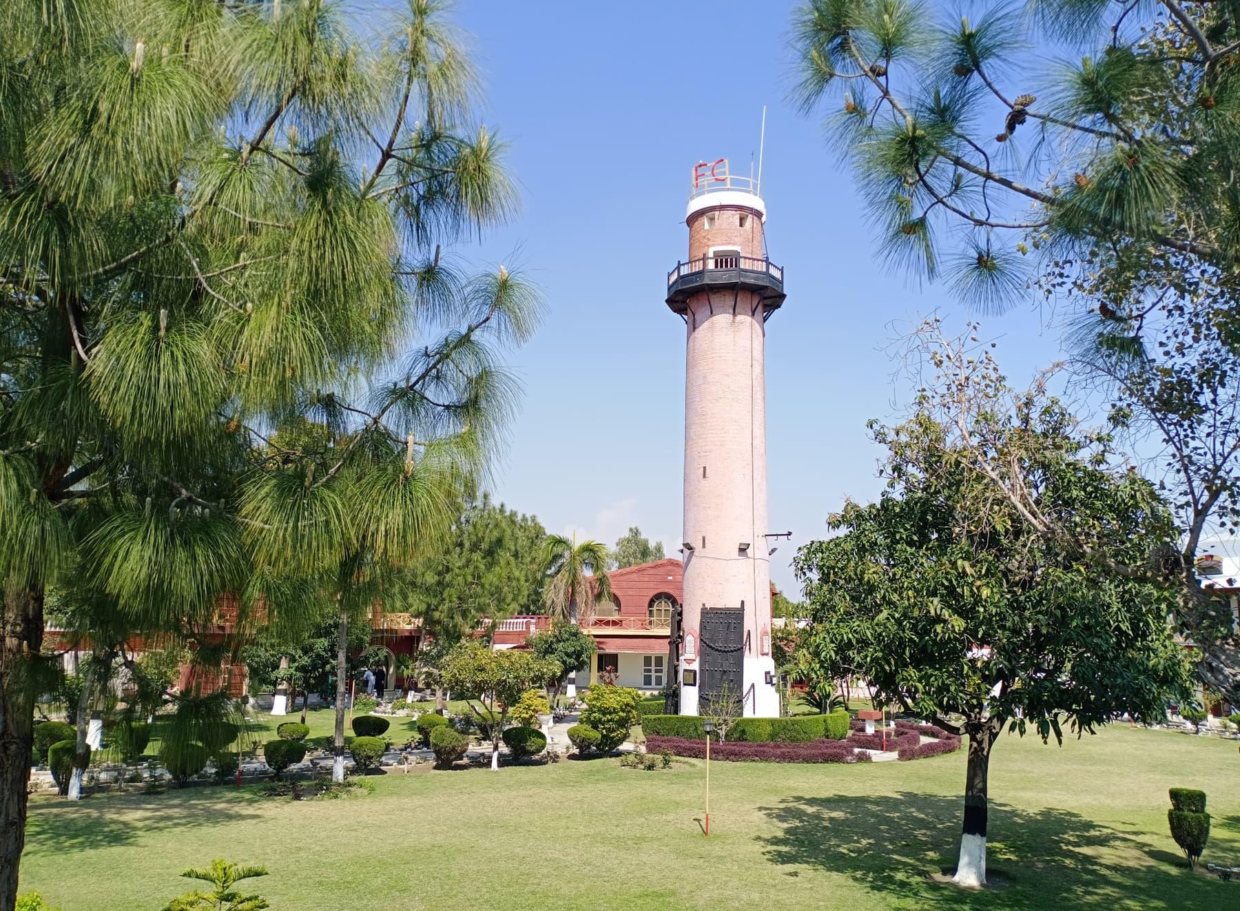 قلعے کے عین وسط میں موجود واچ ٹاور—عظمت اکبر