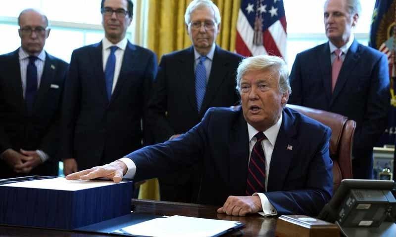 امریکی صدر نے دونوں جماعتوں کے اراکین کا سب سے پہلے امریکا کو رکھنے پر شکریہ ادا کیا—تصویر: اے پی