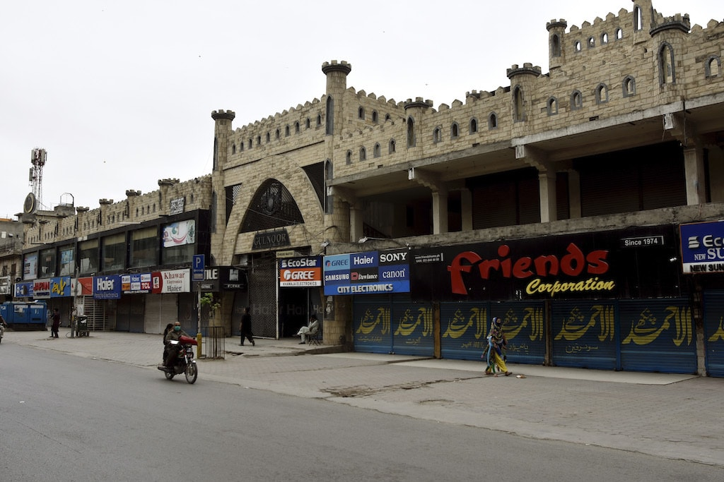 Like many markets around the country, Gul Noor Market in Rawalpindi remains closed as citizens are encouraged to stay home to avoid the spread of coronavirus | Tanveer Shahzad ,  White Star