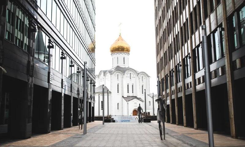 ماسکو سمیت روس کے 30 علاقوں میں سخت پابندیاں عائد کردی گئیں—فوٹو: میدیوزا