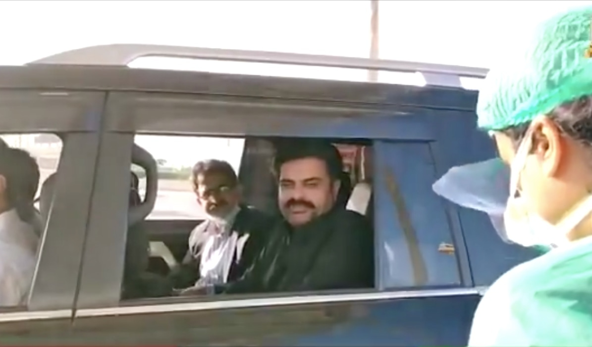 Sindh Information Minister Syed Nasir Hussain Shah goes through the drive-through testing centre in Karachi. — Screengrab courtesy Twitter video