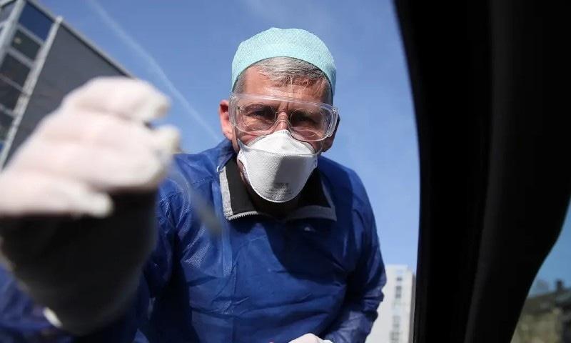 کورونا وائرس سے متاثر 5 ویں بڑے ملک میں اموات کی شرح کم کیوں؟
