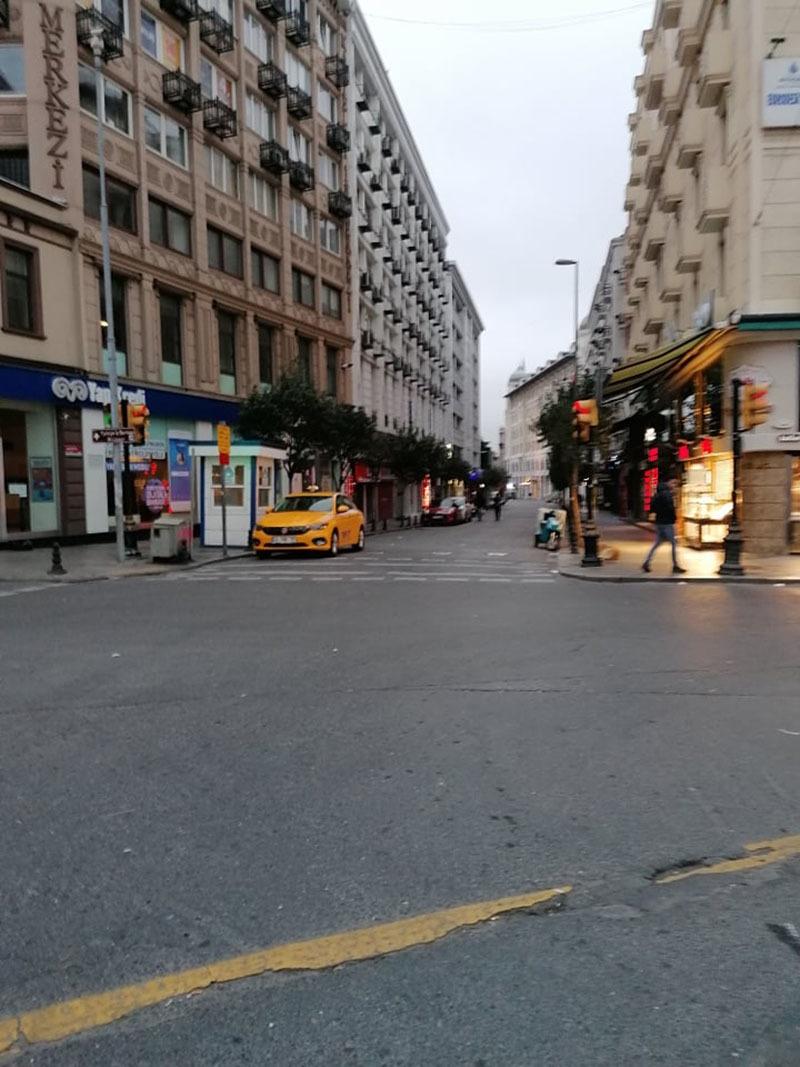 استبول کی خالی سڑکیں