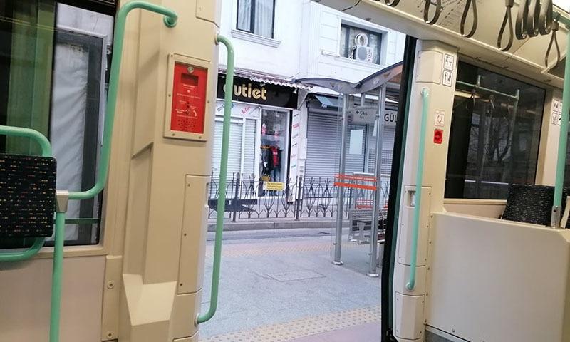 استنبول کا خالی میٹرو اسٹیشن
