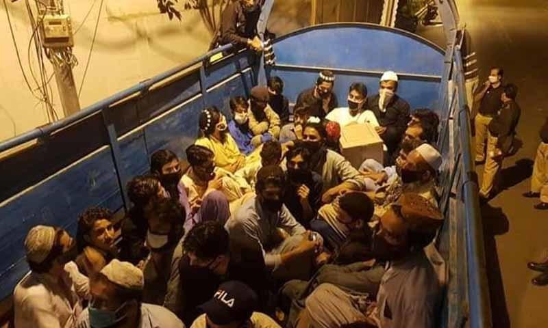 کراچی: پولیس نے ٹرک کے ذریعے سیکڑوں افراد کی منتقلی کی کوشش ناکام بنادی