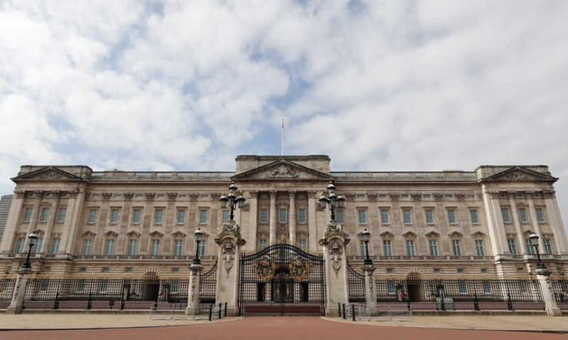 A front view of the Buckingham Palace which is usually teeming with people but is seen empty as the number of Covid-19 cases continues rising across the UK. — AP
