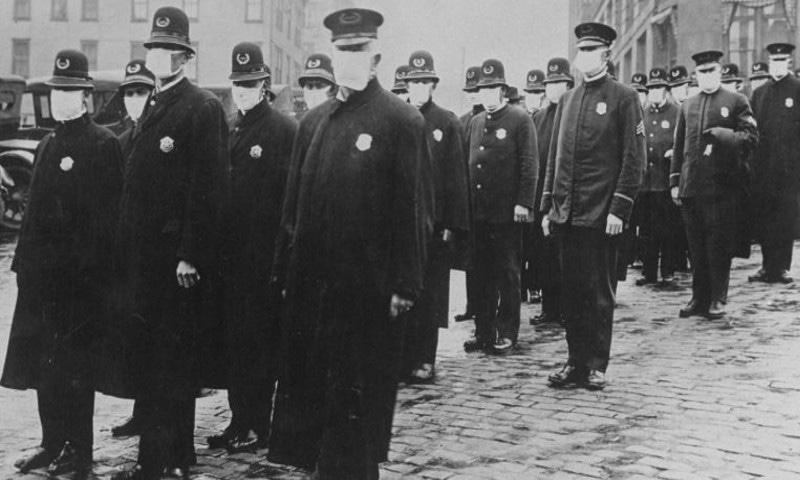 ایک صدی قبل امریکا کی پولیس سمیت دیگر سرکاری افسران کو بھی فیس ماسک پہننے کا پابند کیا گیا تھا—فوٹو: سی این این