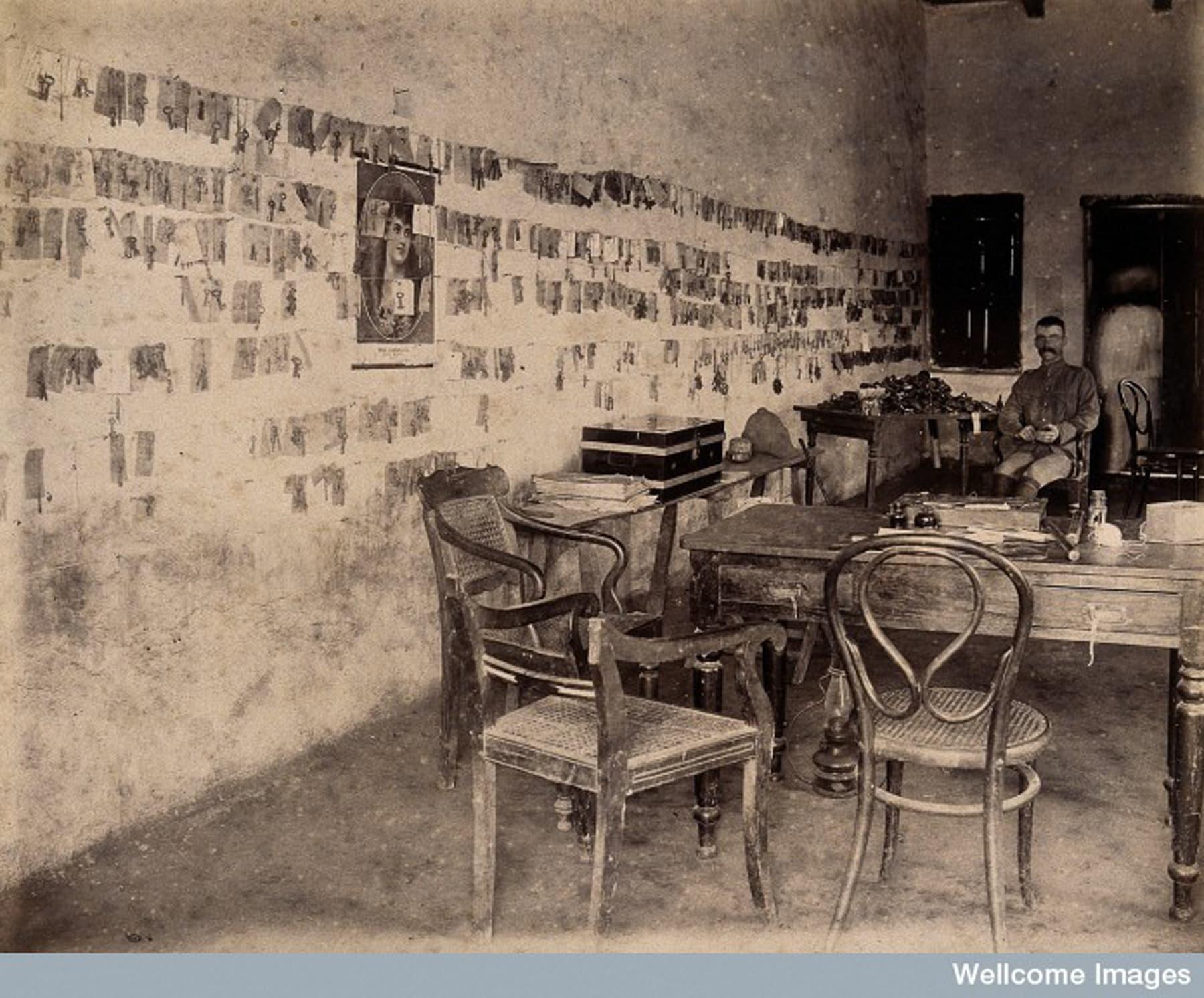 کراچی پلیگ کمیٹی کے افسر کا دفتر—Wellcome Library archive collection