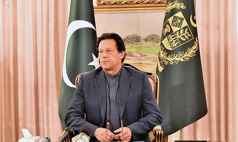 وزیراعظم نے عوام سے احتیاط برتنے کی درخواست کی— فوٹو: اے پی پی