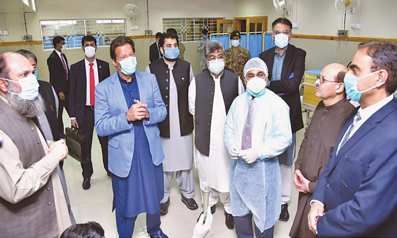 QUETTA: Prime Minister Imran Khan being briefed by officials during his visit to an isolation ward at the Bolan Medical College Hospital on Thursday.—PPI