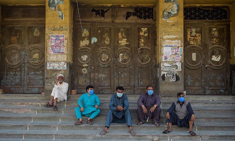 پاکستان میں کورونا وائرس کی وجہ سے لاک ڈاؤن جیسی صورتحال ہے —فائل فوٹو: اے ایف پی