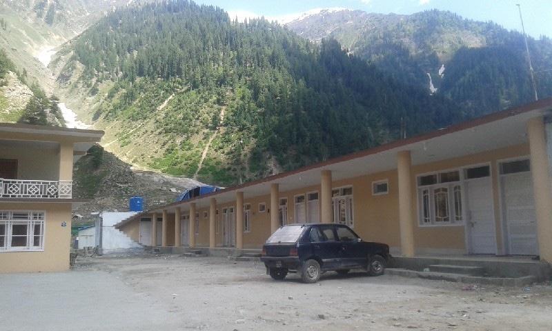 ناران کا ایک ہوٹل— تصویر عظمت اکبر