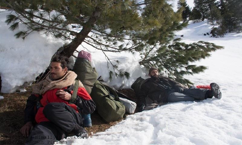 سیاحتی بحران سے پورٹرز اور گائیڈ سب سے زیادہ متاثر ہوسکتے ہیں— تصویر عبید الرحمٰن