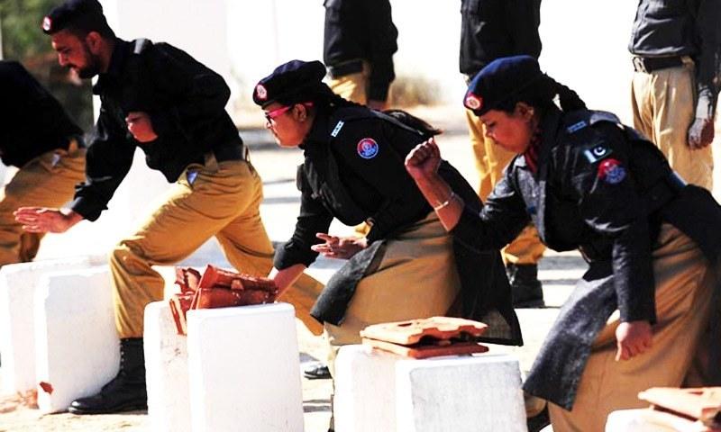 Woman SHO, policemen hurt in effort to stop Juma congregation