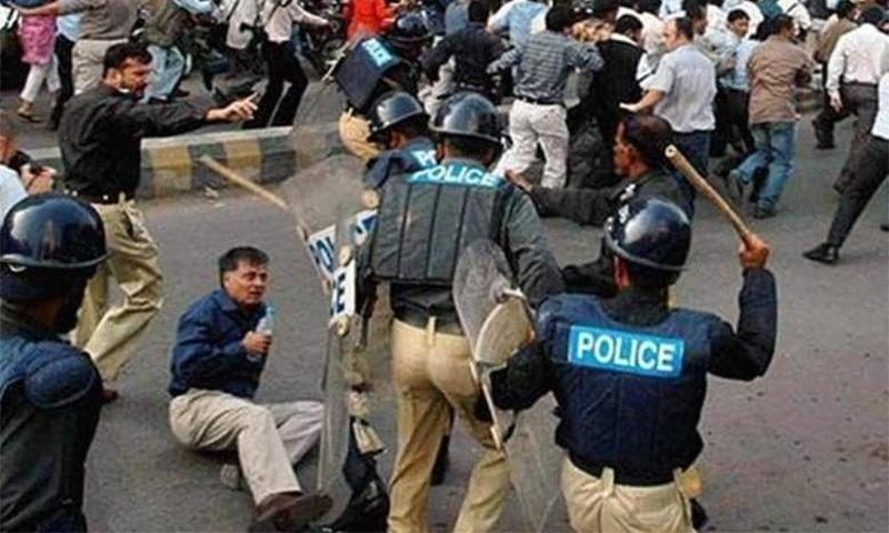 پرویز مشرف دور میں آزادی صحافت کی تحریک کی قیادت کرتے ہوئے