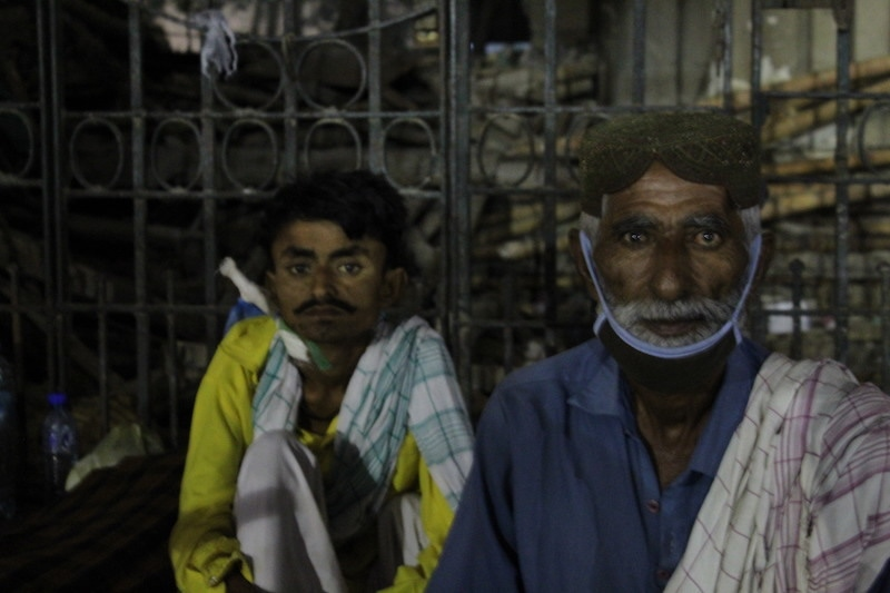 Daud Lashari and his uncle, Rajab Ali, have come from Sujawal district for his dialysis procedure. They are a day early so they must spend the night on the footpath. — Photo by author