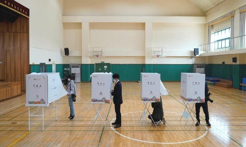 وبا کے دنوں میں جنوبی کوریا نے انتخابات منعقد کرکے مثال قائم کردی