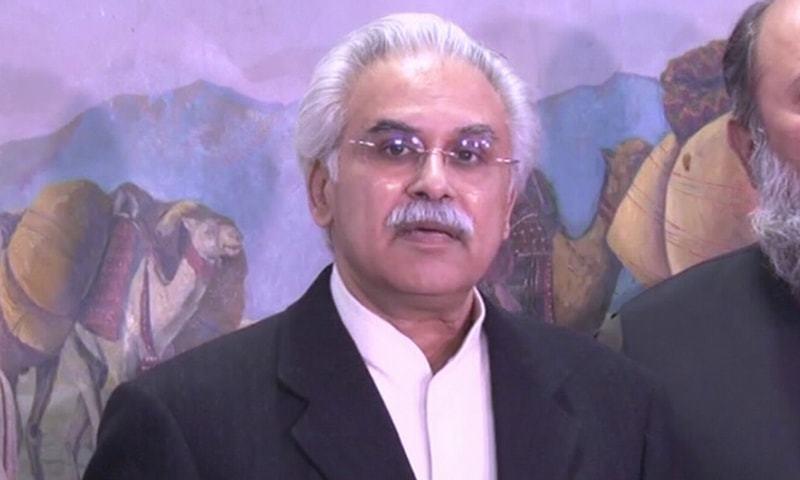 ڈاکٹر ظفر مرزا نے سپریم کورٹ میں پیشی کے موقع پر عدالتی سوالات کے تسلی بخش جوابات نہیں دیے—تصویر:ڈان نیوز
