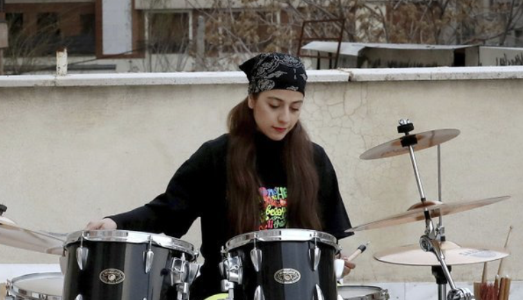 Amid lockdown in Iran, isolated musicians perform from rooftops