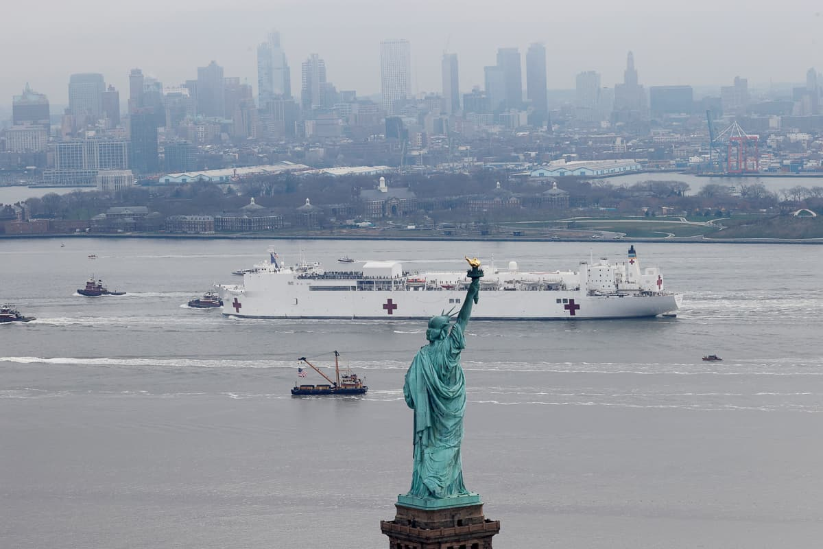 The USNS Comfort passes the Statue of Liberty as it enters New York Harbor during the outbreak of the coronavirus disease (COVID-19) in New York City, U.S., March 30, 2020. REUTERS/Mike Segar     TPX IMAGES OF THE DAY