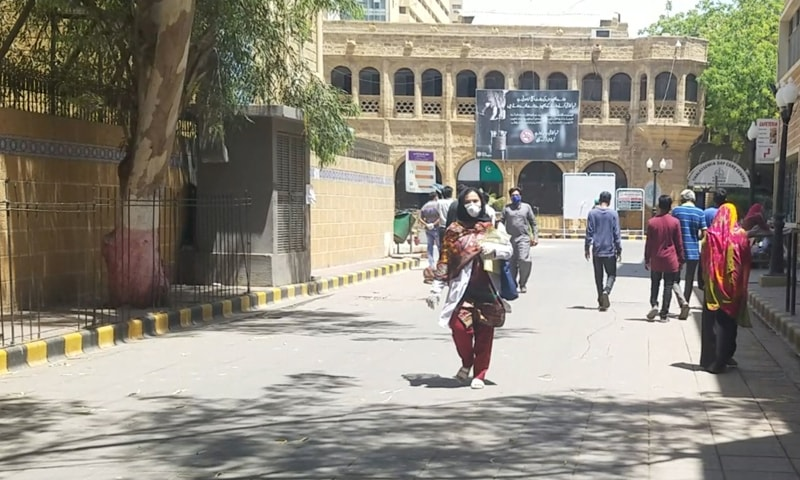 اپریل کے پہلے ہفتے میں چیف جسٹس آف پاکستان گلزار احمد نے سرکاری ہسپتالوں کی او پی ڈی کھولنے کا حکم دیا