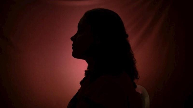 گھریلو تشدد اور ذہنی تناؤ کا شکار افراد ان ہیلپ لائنز پر مدد حاصل کر سکتے ہیں