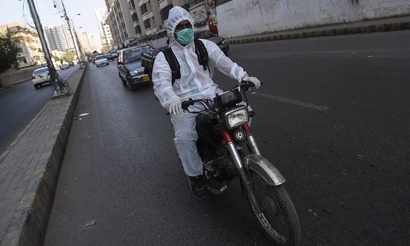 پاکستان میں کورونا وائرس کے مریضوں کی تعداد بڑھ رہی ہے—فائل فوٹو: اے ایف پی