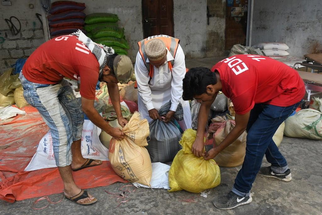Volunteers pack rations | Faysal Mujeeb/White Star