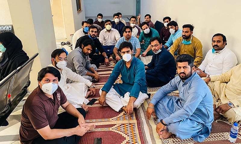 حفاظتی آلات کی عدم فراہمی پر پنجاب کے ڈاکٹرز کی بھوک ہڑتال