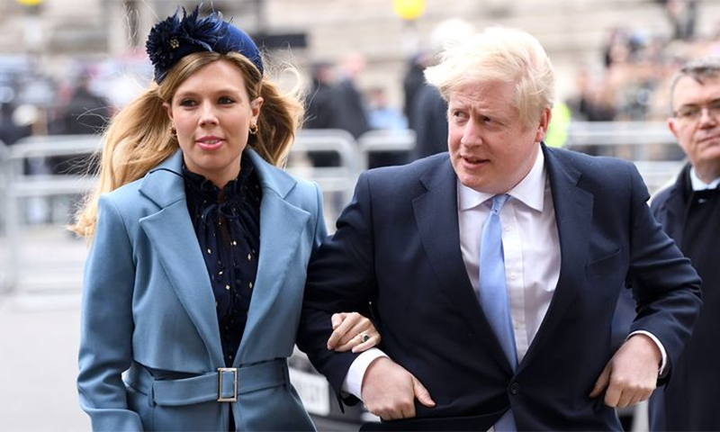 کیری سائمنڈز برطانوی وزیر اعظم سے 24 سال کم عمر ہیں—فائل فوٹو: اے ایف پی