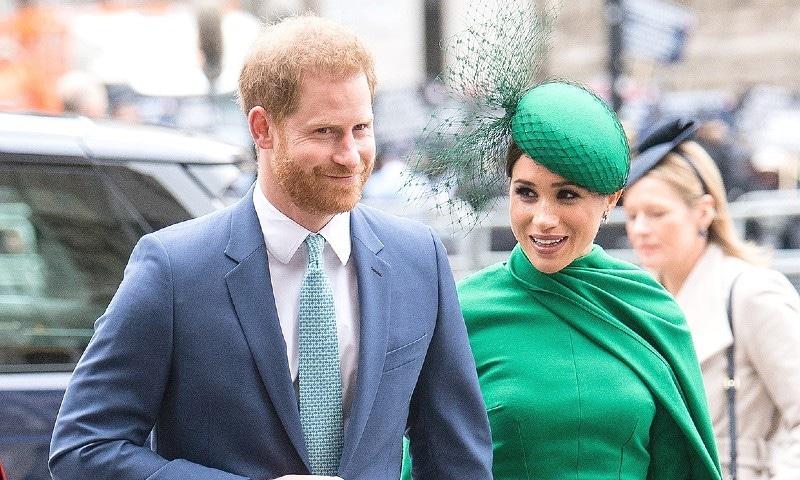 میگھن مارکل و شہزادہ ہیری نے مارچ 2020 میں باضابطہ طور پر شاہی حیثیت سے دستبرداری کی تھی —فوٹو: پیپلز میگزین