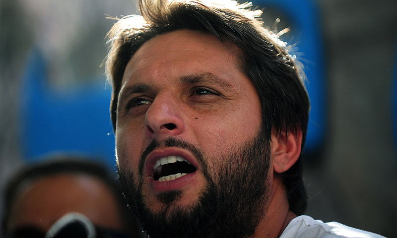 Shahid Afridi distributes rations in Balochistan