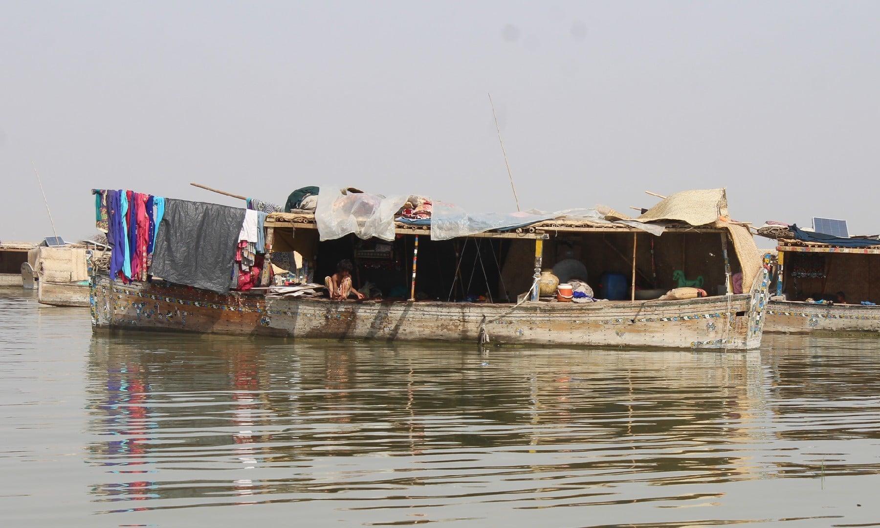 کشتیوں پر قائم وہ گاؤں—ابوبکر شیخ
