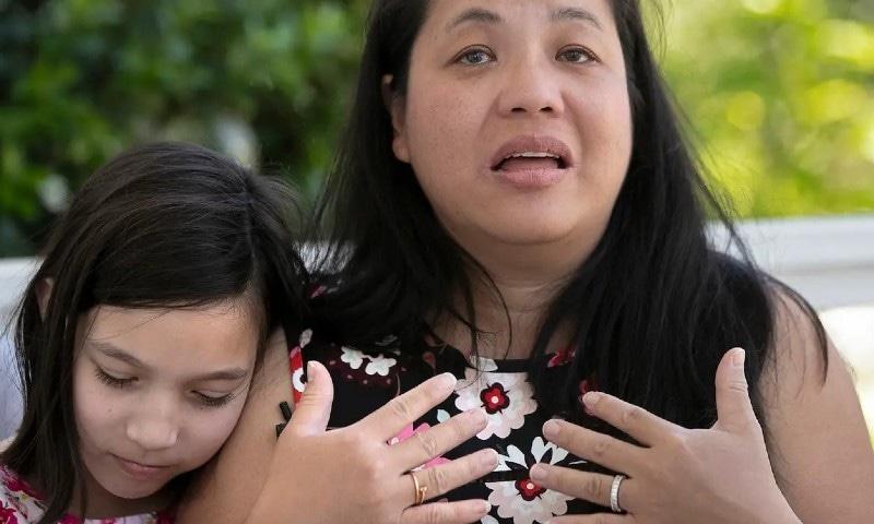 بچی اپنی ماں کے ساتھ، اے پی فوٹو