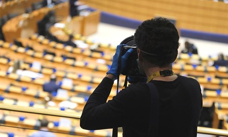 کئی ممالک میں وبا کے دنوں میں میڈیا پر پابندیاں بڑھ گئیں—فوٹو: آئی پی آئی