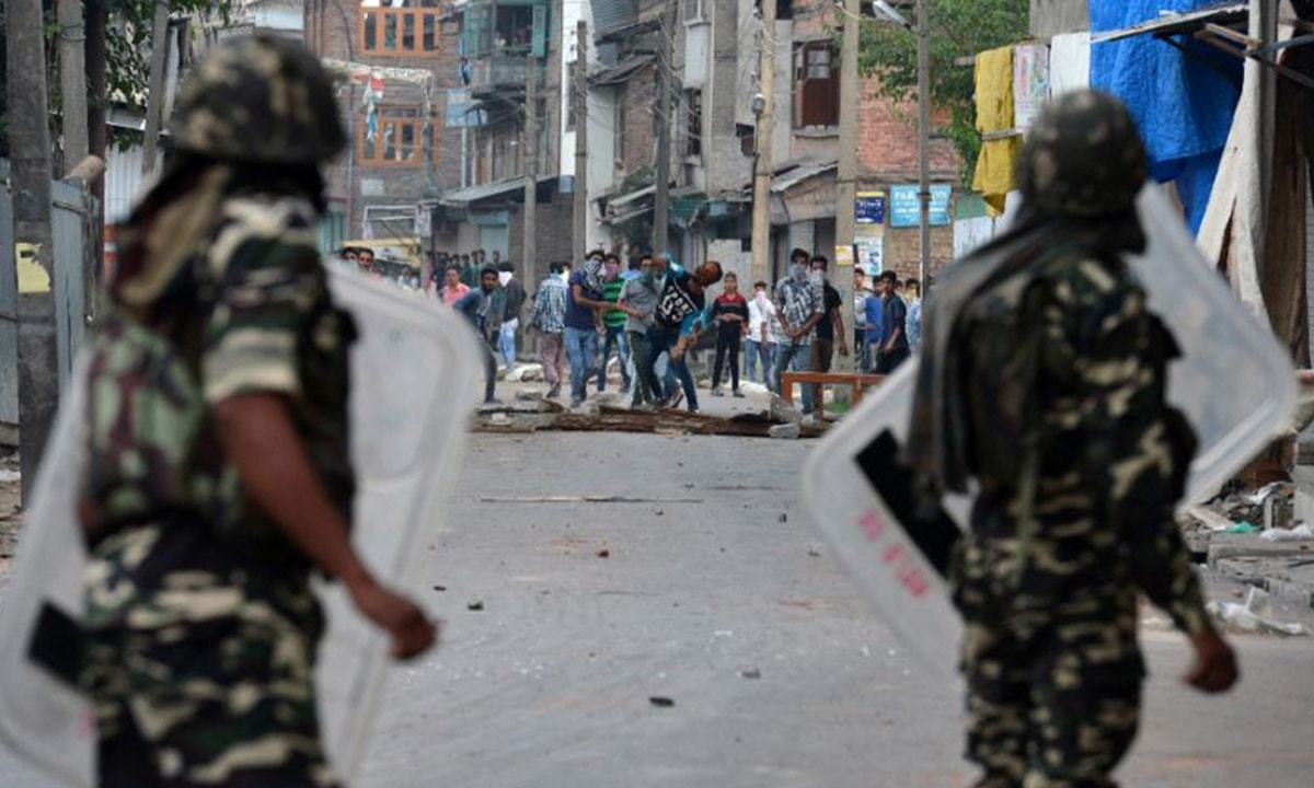 Five security men, four Kashmiri fighters killed in occupied valley