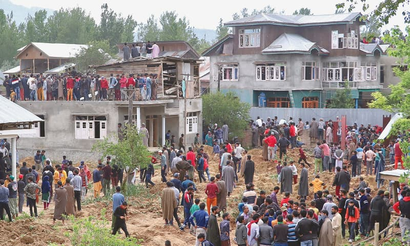 Pulwama: Villagers flock to the scene of the gun battle which left Hizbul Mujahideen 'commander' Riyaz Naikoo dead.—Reuters