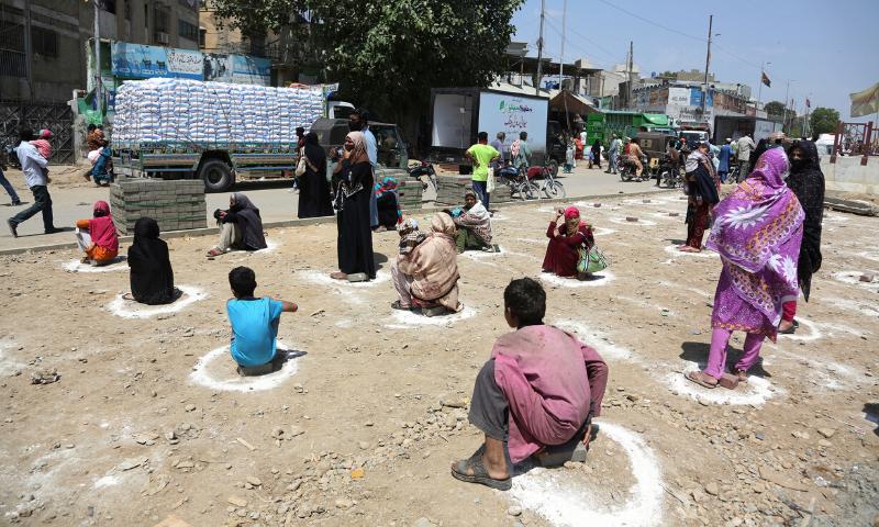 پاکستان میں کیسز کی تعداد   میں مئی میں زیادہ تیزی سے اضافہ  دیکھا جارہا ہے—فائل فوٹو: اے ایف پی