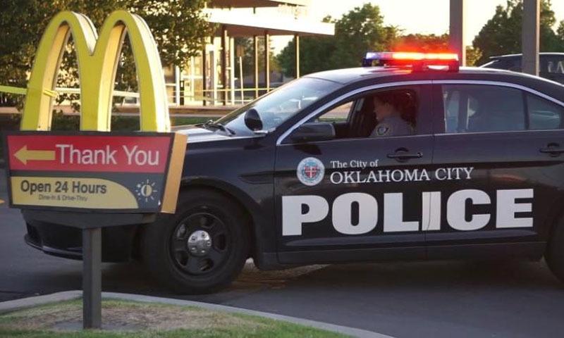 کورونا لاک ڈاؤن: میک ڈونلڈ میں نامعلوم افراد کی ملازمین پر فائرنگ