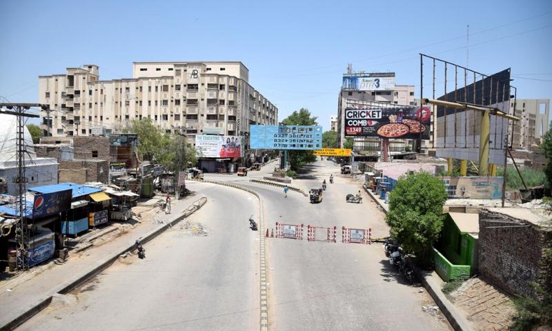 حیدرآباد کی ویران سڑکیں—تصویر بشکریہ عمیر علی