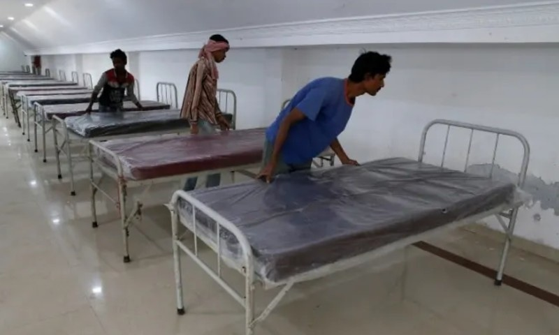 بھارتی ہسپتال میں کووڈ مریضوں کے ساتھ لاشوں کی ویڈیو وائرل