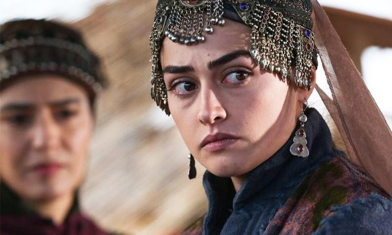 ارطغرل غازی میں حلیمہ بننے والی اداکارہ کی تصویر پر پاکستانیوں کا 'اخلاقیات' کا درس