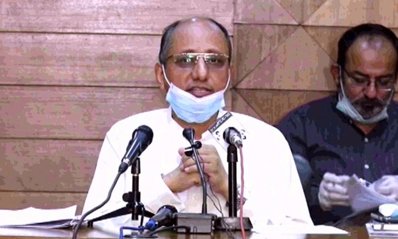 سندھ کے وزیر تعلیم سعید غنی کراچی میں پریس کانفرنس کرتے ہوئے— فوٹو:ڈان نیوز