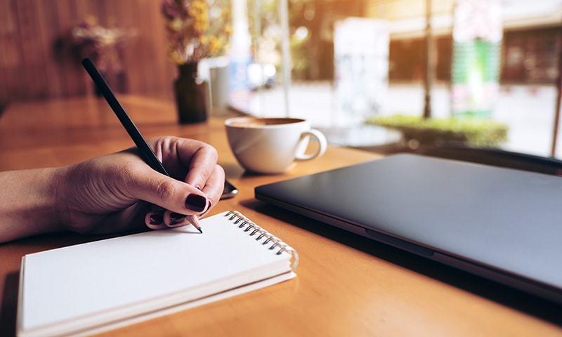 'قلم سے سوائے ازاربند ڈالنے کے سب کام کیے'