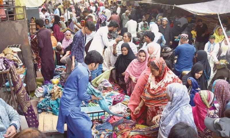 حیدرآباد کے ایک بازار کا منظر — آئی این پی فوٹو