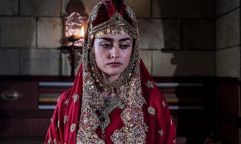 اداکاروں کی بولڈ تصاویر سامنے آنے پر کچھ پاکستانی مداح برہم بھی دکھائی دیے—اسکرین شاٹ