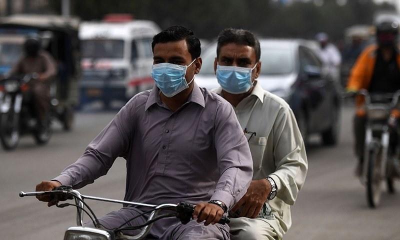 سندھ میں ڈبل سواری پر سخت پابندی عائد کی گئی تھی—فائل فوٹو: اے ایف پی