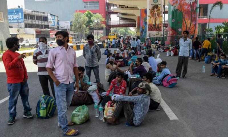 بھارت: لاک ڈاؤن کے دوران حادثات میں 30 مہاجر مزدور ہلاک