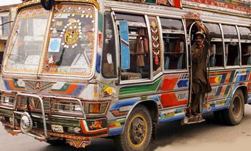 خیبرپختونخوا اور پنجاب میں پبلک ٹرانسپورٹ بحال کی گئی تھی—فائل فوٹو: ڈان